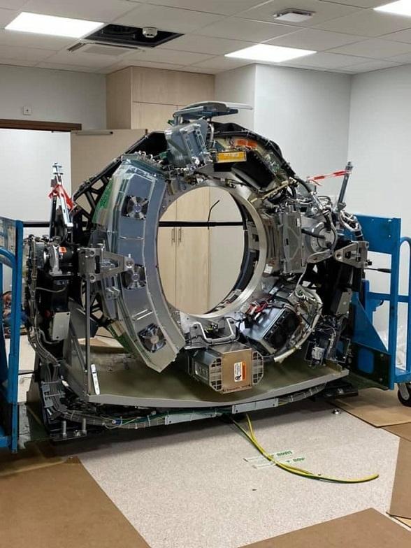 Montage du nouveau scanner à l'Institut de radiothérapie Hartmann